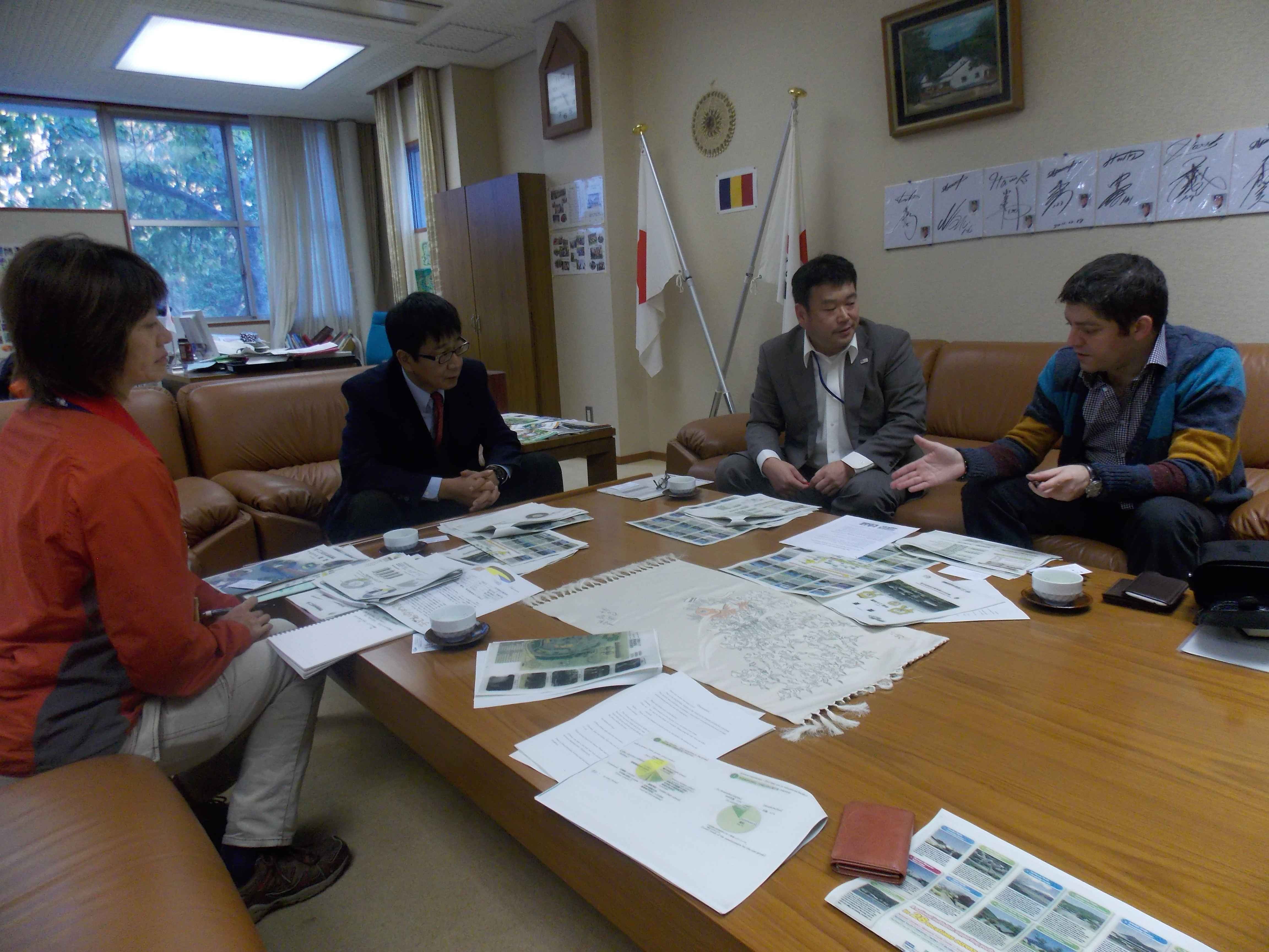 Intalnire cu directorul Centrului de +«nv¦â+úare +«n aer liber pentru tineret Yamaguchi Tokuji